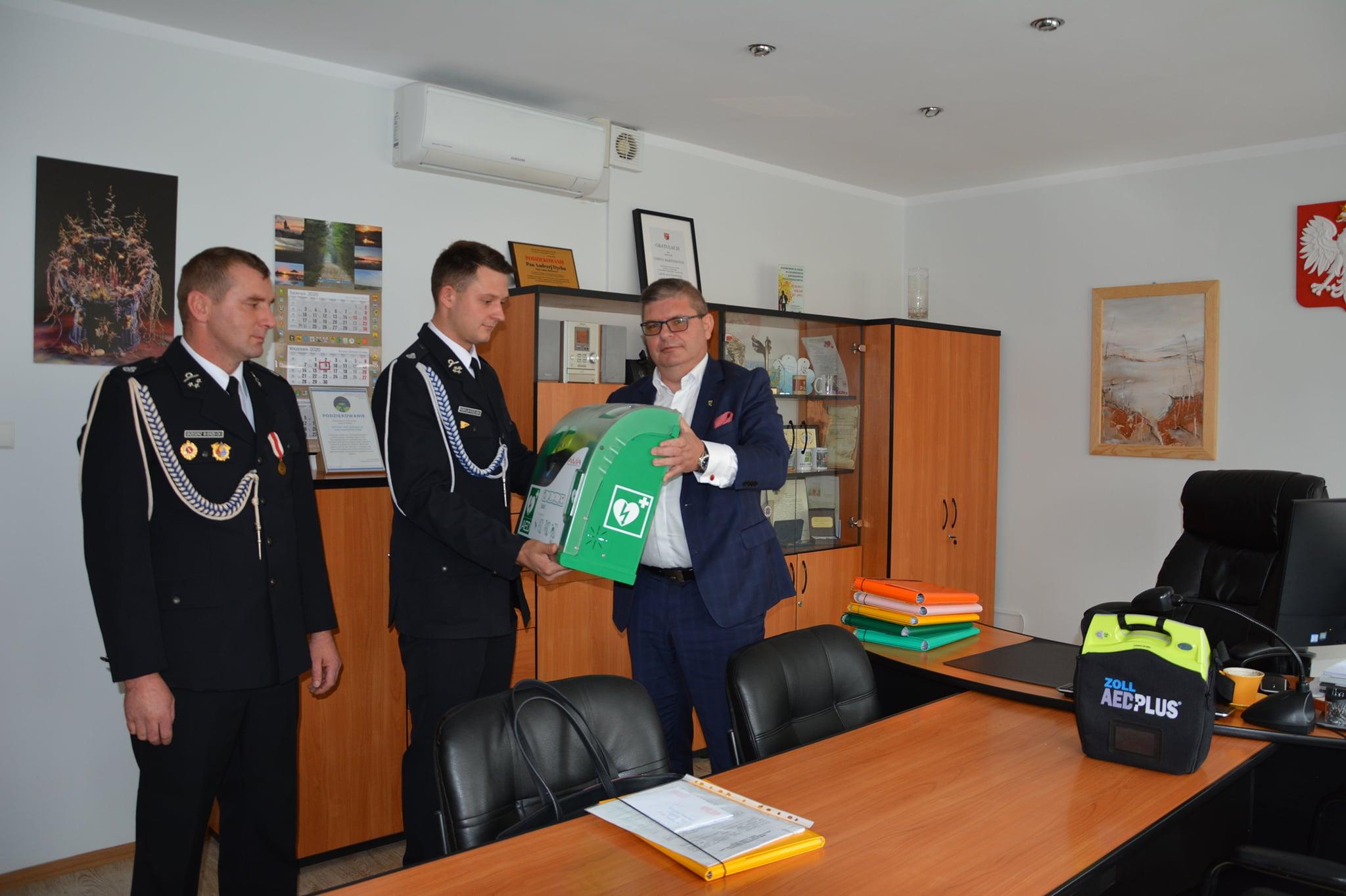 Ilustracja do informacji: Dwa nowe defibrylatory zewnętrzne z kapsułami w Gminie Bartoszyce!